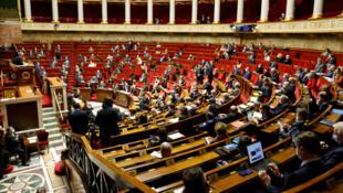 """Dans le cadre du projet de loi sur les """"séparatismes"""", les députés français ont adopté l'""""article Samuel Paty"""", le 10février2021."""