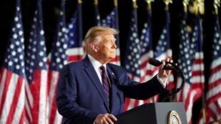 El presidente de Estados Unidos, Donald Trump, pronuncia su discurso de aceptación como candidato presidencial republicano durante el evento final de la Convención Nacional Republicana sobre el Jardín Sur de la Casa Blanca en Washington, Estados Unidos, el 27 de agosto de 2020.