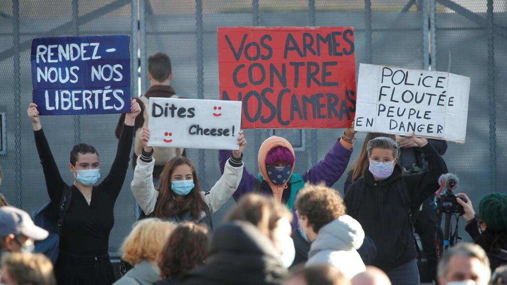 """Lois """"sécurité globale"""" et séparatisme : des personnalités lancent un appel à Emmanuel Macron"""