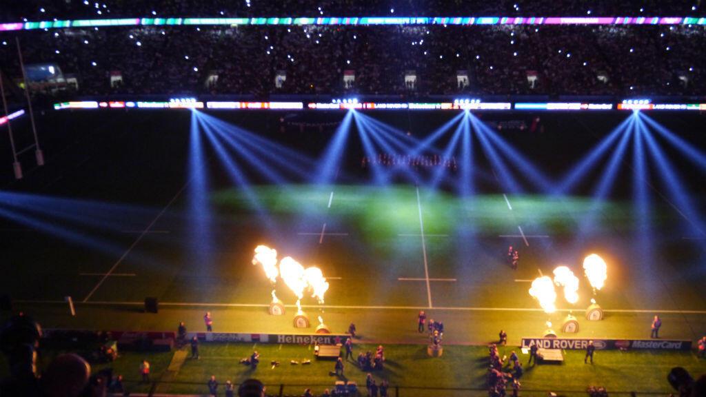 Le stade de Twickenham et ses 80 000 spectateurs sous les feux des projecteurs.