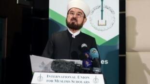 الأمين العام للاتحاد العالمي لعلماء المسلمين علي القره داغي خلال مؤتمر صحافي في الدوحة، الجمعة 1 كانون الأول/ديسمبر 2017