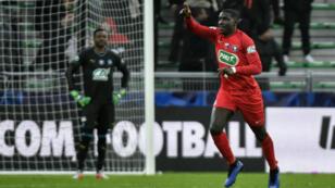 Le défenseur d'Andrézieux Bryan Ngwabije (au premier plan) fête son but inscrit face à l'Olympique de Marseille, le 6 janvier 2019.