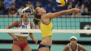 Julia Sude lors d'un match de Beach Volley en août 2010 à Berlin.