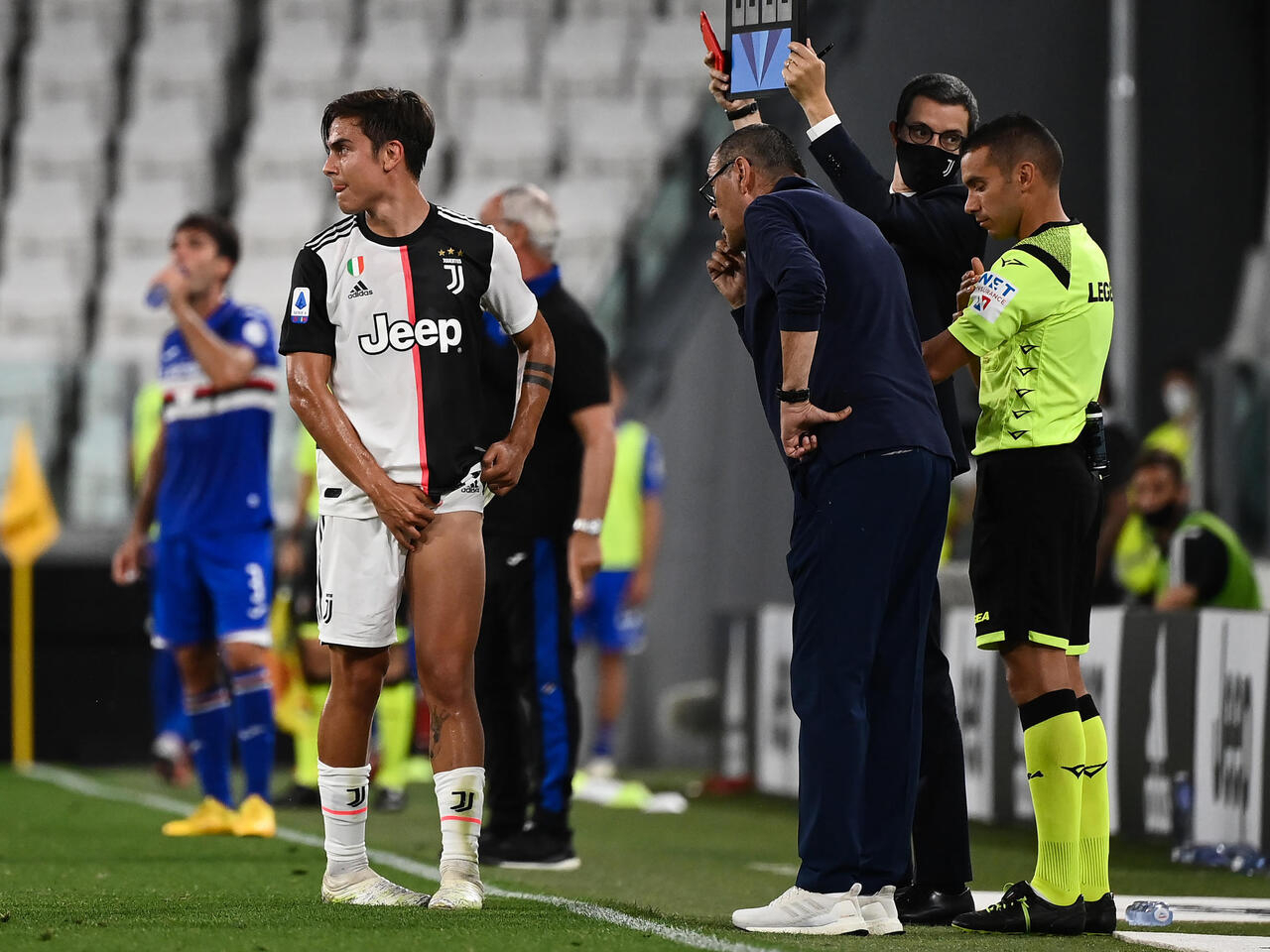Juve could lose Dybala for Champions League with thigh injury ...