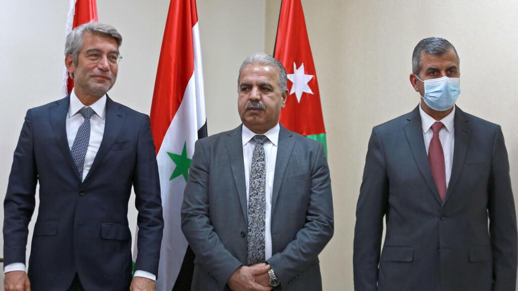 الاردن يبدأ العام المقبل تزويد لبنان بالكهرباء عبر سوريا (وزراء)