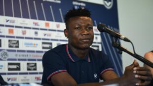 Samuel Kalu lors d'une conférence de presse, en août 2018.