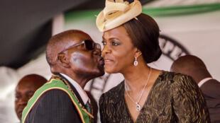 Robert Mugabe et son épouse Grace, lors des célébrations de la fête nationale, le 18 avril 2017 à Harare.