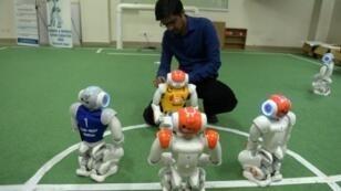 طالب باكستاني من الجامعة الوطنية للعلوم والتكنولوجيا قسم الروبوتات والذكاء الاصطناعي