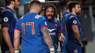 France Mathieu Bastareaud (C) speaks to his team during the first rugby Test match between New Zealand and France at Eden Park in Auckland on June 9, 2018.