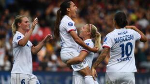 Les joueuses lyonnaises après un but contre le PSG lors du Trophée des championnes, le 21 septembre 2019 à Guingamp
