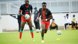 فريق ملاوي في التدريبات قبل مباراتهم ضد أوغندا.