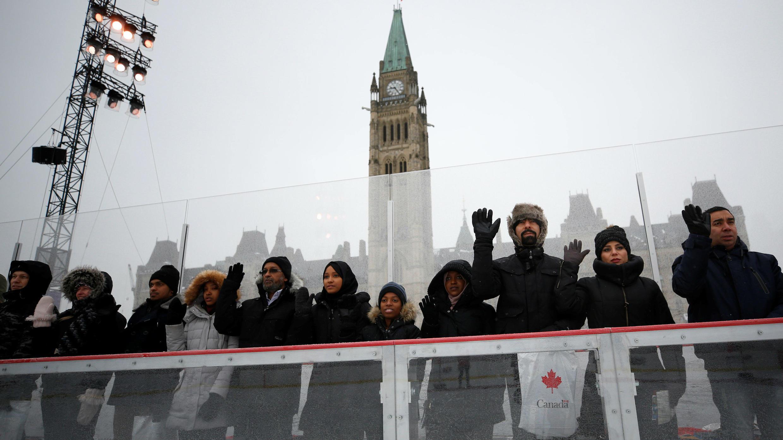 Nuevos ciudadanos canadienses toman el juramento de ciudadanía en Parliament Hill en Ottawa, Canadá, 15 de diciembre de 2017.