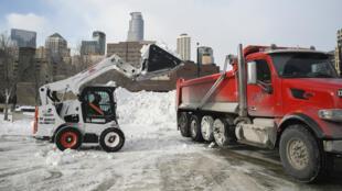 Opération déneigement à Minneapolis, le 29 janvier, alors que le vortex polaire frappe les États-Unis.