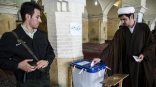 """Le président Hassan Rohani a affirmé mardi que les électeurs avaient choisi le """"bon chemin"""" pour le pays."""