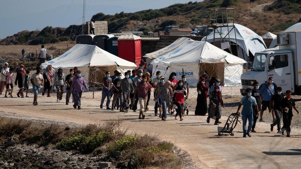 """En Grèce, 9 000 demandeurs d'asile ont déjà rejoint le nouveau camp """"provisoire"""" de Lesbos"""