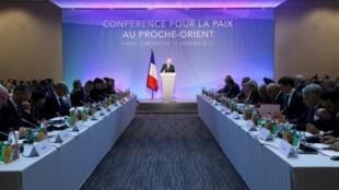 وزير الخارجية الفرنسي جان مارك إيرولت مفتتحا مؤتمرا دوليا حول النزاع بين إسرائيل والفلسطينيين،باريس الأحد 15 ك2/يناير 2017