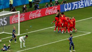 Al último minuto Bélgica remontó 3 a 2 y clasificó a cuartos de final.