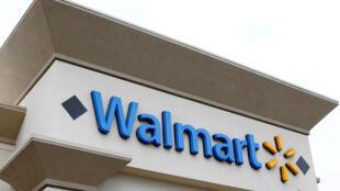 e ve una tienda de Walmart en Encinitas, California, EE. UU. El 13 de abril de 2016