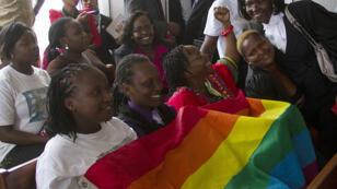 Des militants de la cause gay exultent à l'annulation de la loi, en Ouganda