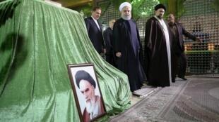 الرئيس الإيراني حسن روحاني يزور ضريح الإمام الخميني في طهران - 30 يناير/ كانون الثاني 2019