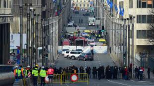 Un cordon de sécurité a été installé autour de la station Maelbeek, près du quartier européen de Bruxelles, après une explosion, le 22 mars 2016.