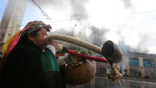 Une femme mapuche manifeste devant le Congrès chilien à Valparaiso, le 21 mai 2016.