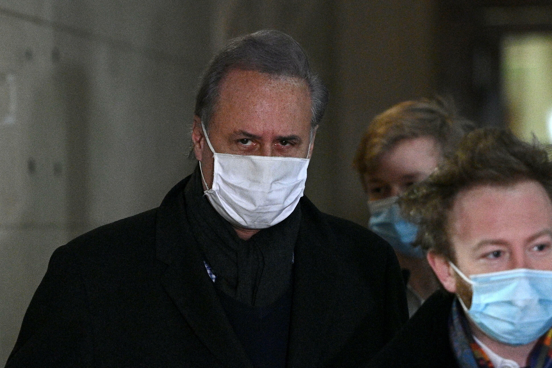 Georges Tron et son avocat Antoine Vey peu avant l'audience au tribunal de Paris, le 17 février 2021