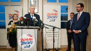 Le président tchèque Milos Zeman s'adresse aux journalistes après le premier tour de l'élection présidentielle à Prague, le 13 janvier 2018.