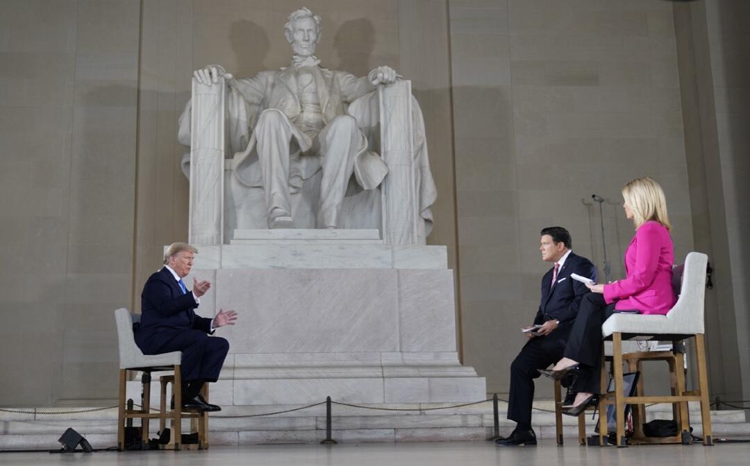 El presidente de los Estados Unidos, Donald Trump, el 3 de mayo de 2020 durante el encuentro virtual con votantes transmitido por Fox News sobre la respuesta a la pandemia por Covid-19.