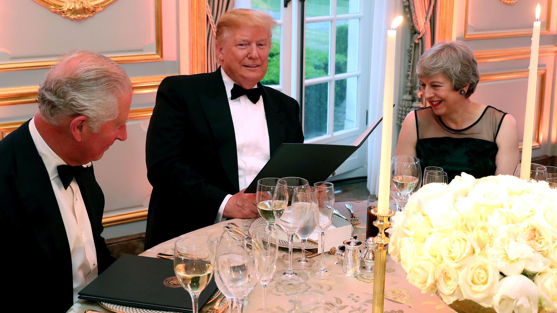 El presidente de los Estados Unidos, Donald Trump, la primera ministra británica, Theresa May, y el británico Charles, Prince of Wales, hablarán en una cena en Winfield House, durante la visita de estado de Trump a Londres, Gran Bretaña, 4 de junio de 2019.