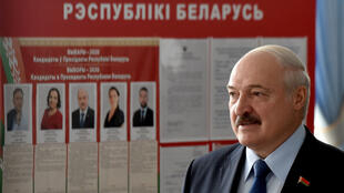 El presidente bielorruso Alexander Lukashenko durante la votación el 9 de agosto de 2020