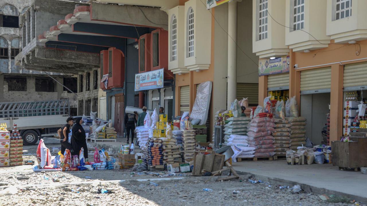 واحة حياة صغيرة تزدهر وسط الدمار في سوق الكورنيش في الموصل