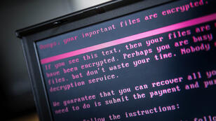 """""""Les cibles de cette cyberactivité malveillante sont principalement les gouvernements"""", ont averti Londres et Washington lundi 16 avril."""