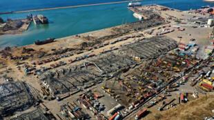 Vue aérienne des quartiers de la ville et du port de Beyrouth dévastés, le 5 août 2020 après la double explosion