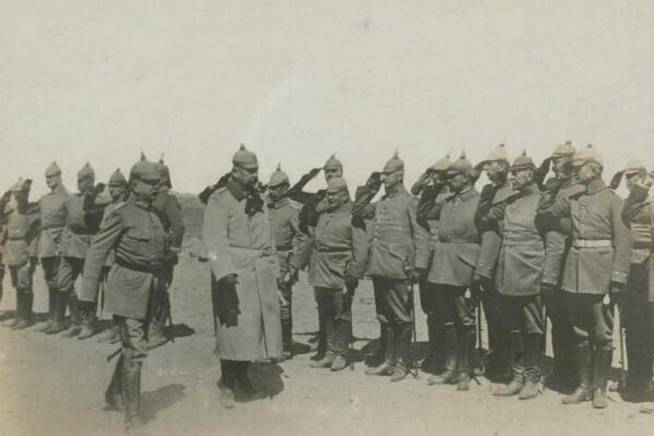 Le général Lundendorff lors d'une inspection avec le général von Hindenburg