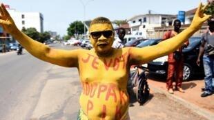 Un partisan de l'ancien Premier ministre Pascal Irénée Koupaki lors de la campagne électorale béninoise, à Cotonou le 4 mars 2016.