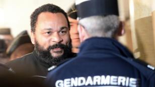 La procureure a requis, mercredi 4 février, 200 jours-amendes à 150 euros, soit 30 000 euros au total, contre Dieudonné.