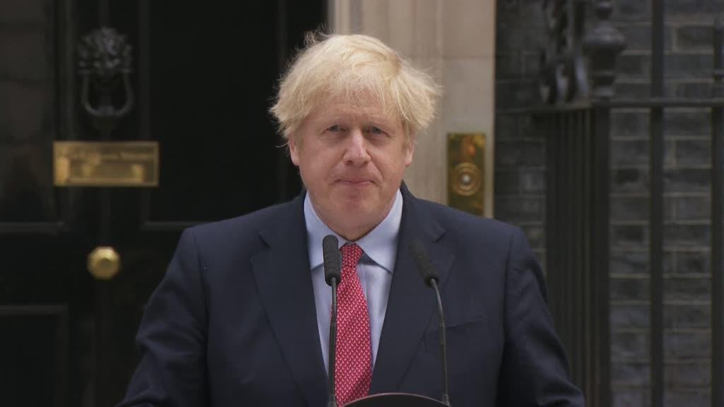 Le Premier ministre britannique Boris Johnson s'exprime devant le 10, Downing Street.