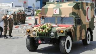 نقل جثمان الرئيس التونسي الراحل الباجي قايد السبسي إلى قصر قرطاج. 26 يوليو/تموز 2019.