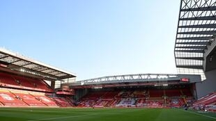 Los partidos de la Premier League inglesa se han jugado en estadios vacíos por la pandemia de coronavirus