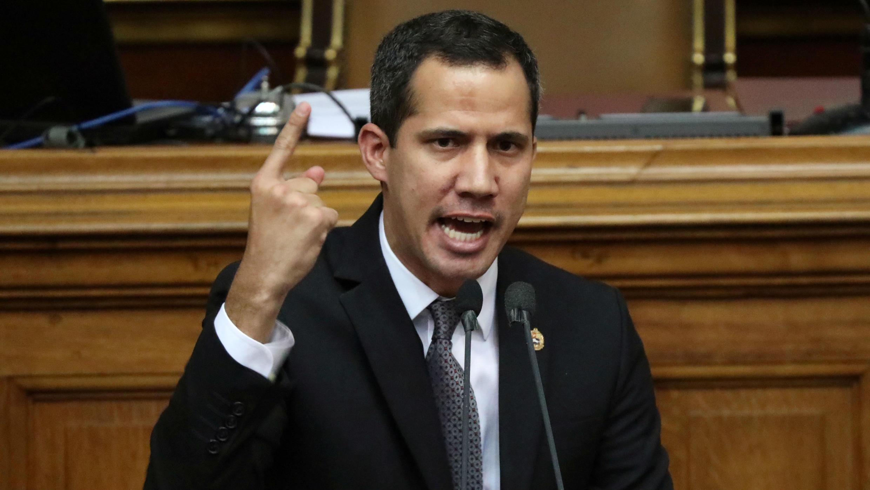 El líder de la oposición, Juan Guaidó, habla durante una sesión de la Asamblea Nacional en Caracas, Venezuela, el 2 de julio de 2019.