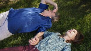 """Gérard Depardieu et Isabelle Huppert, à la recherche de leur fils mort, dans """"Valley of Love""""."""