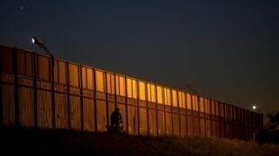 جدار حدودي بين المكسيك والولايات المتحدة