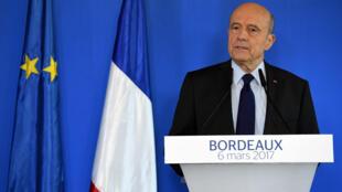 Alain Juppé s'exprimait devant la presse à Bordeaux, lundi 6 mars 2017.