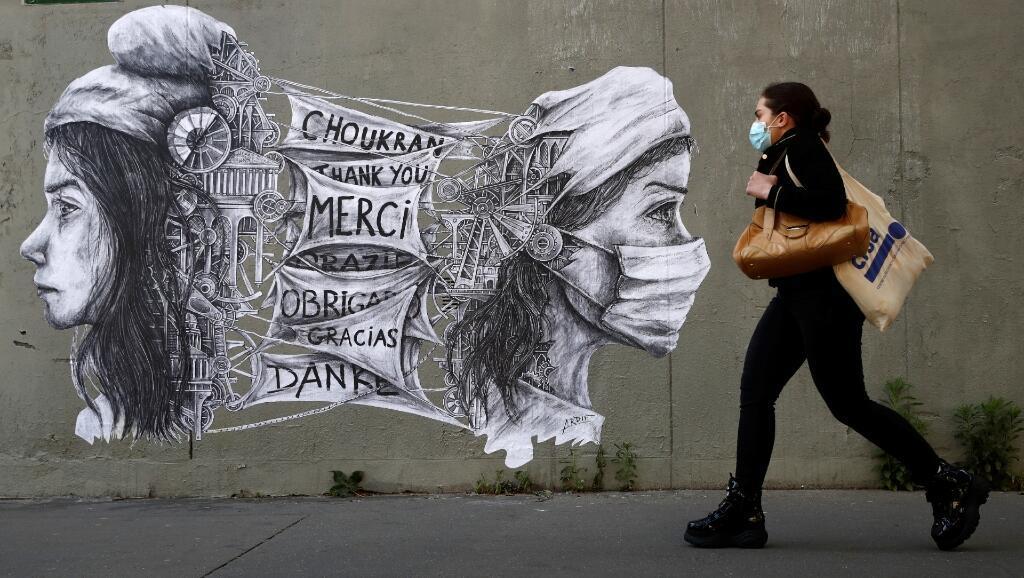 Con este mural en París, Francia, la artista Ardif quiso agradecer al personal de salud por su labor durante el Covid-19. La fotografía es del 14 de mayo de 2020.