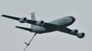 Un avion de chasse appartenant à la coalition dirigée par l'Arabie saoudite tire un missile sur Sanaa au Yémen, le 30août2016