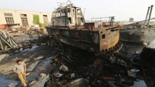 Le port de Hodeïda détruit par un bombardement, le 27 mai 2018.