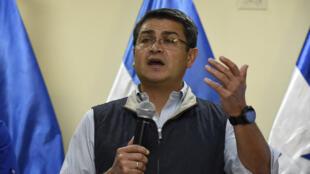 Le président sortant Juan Orlando Hernandez lors d'une conférence de presse à Tegucigalpa, mardi 5 décembre 2017.
