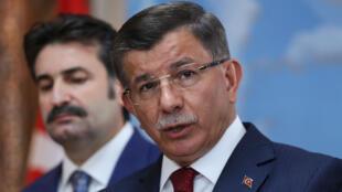 L'ancien Premier ministre turc, Ahmet Davutoglu, lors d'une conférence de presse à Ankara, le 13septembre2019.
