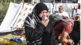 La police hongroise a utilisé des gaz lacrymogènes à la frontière serbe, le 16 septembre.